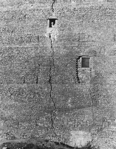 Арно Фишер. Трещина в стене.
