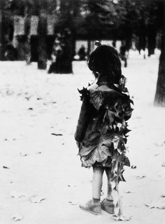 Эдуард Буба Девочка в листьях