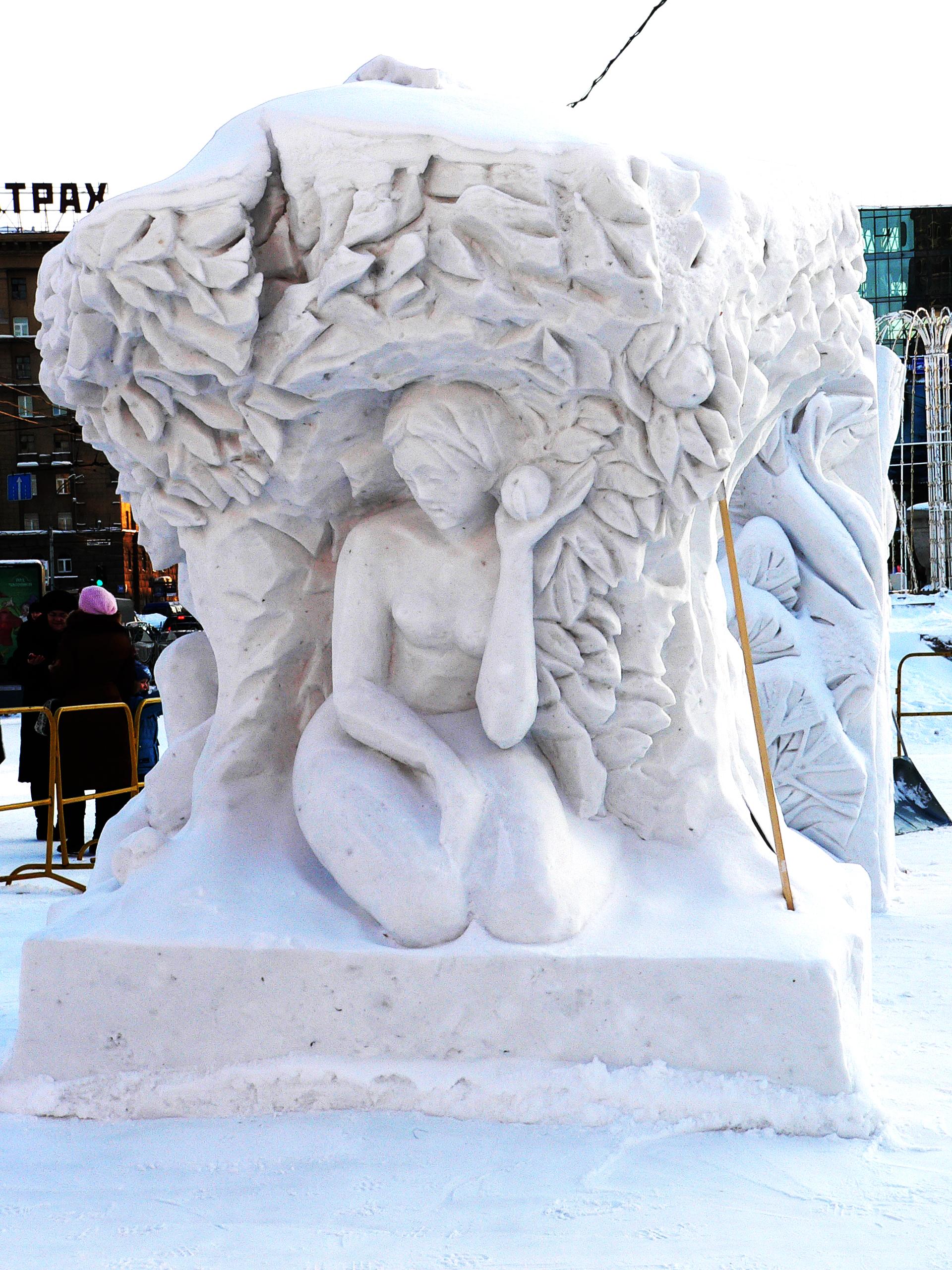 Снежная_скульптура_Евы_Новосибирск