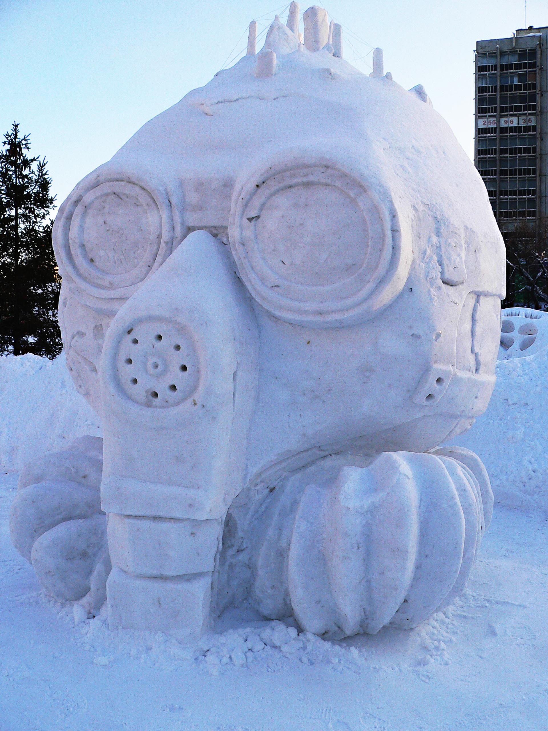 Снежная_скульптура_Земли