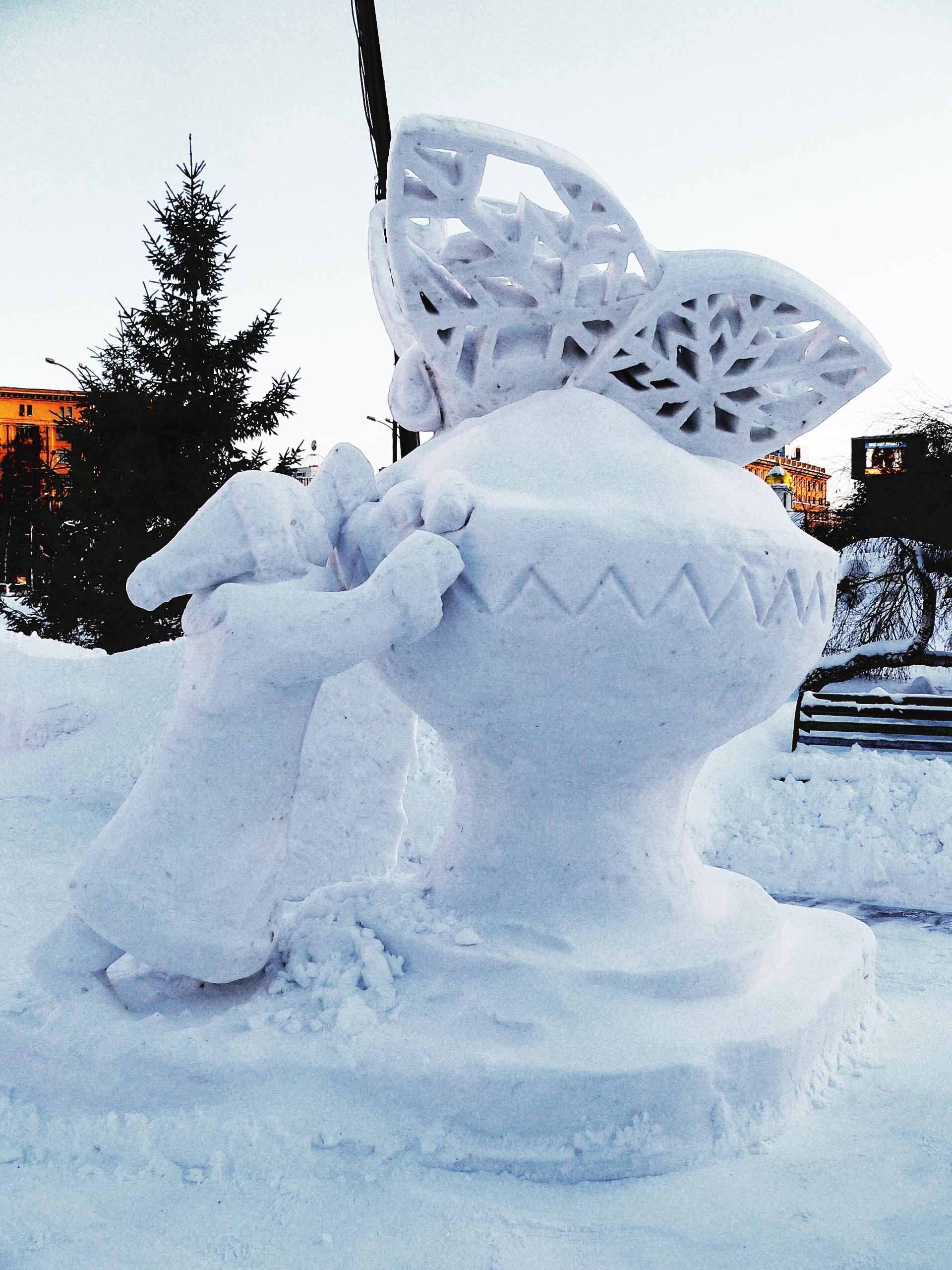 Снежная_скульптура_бабочка