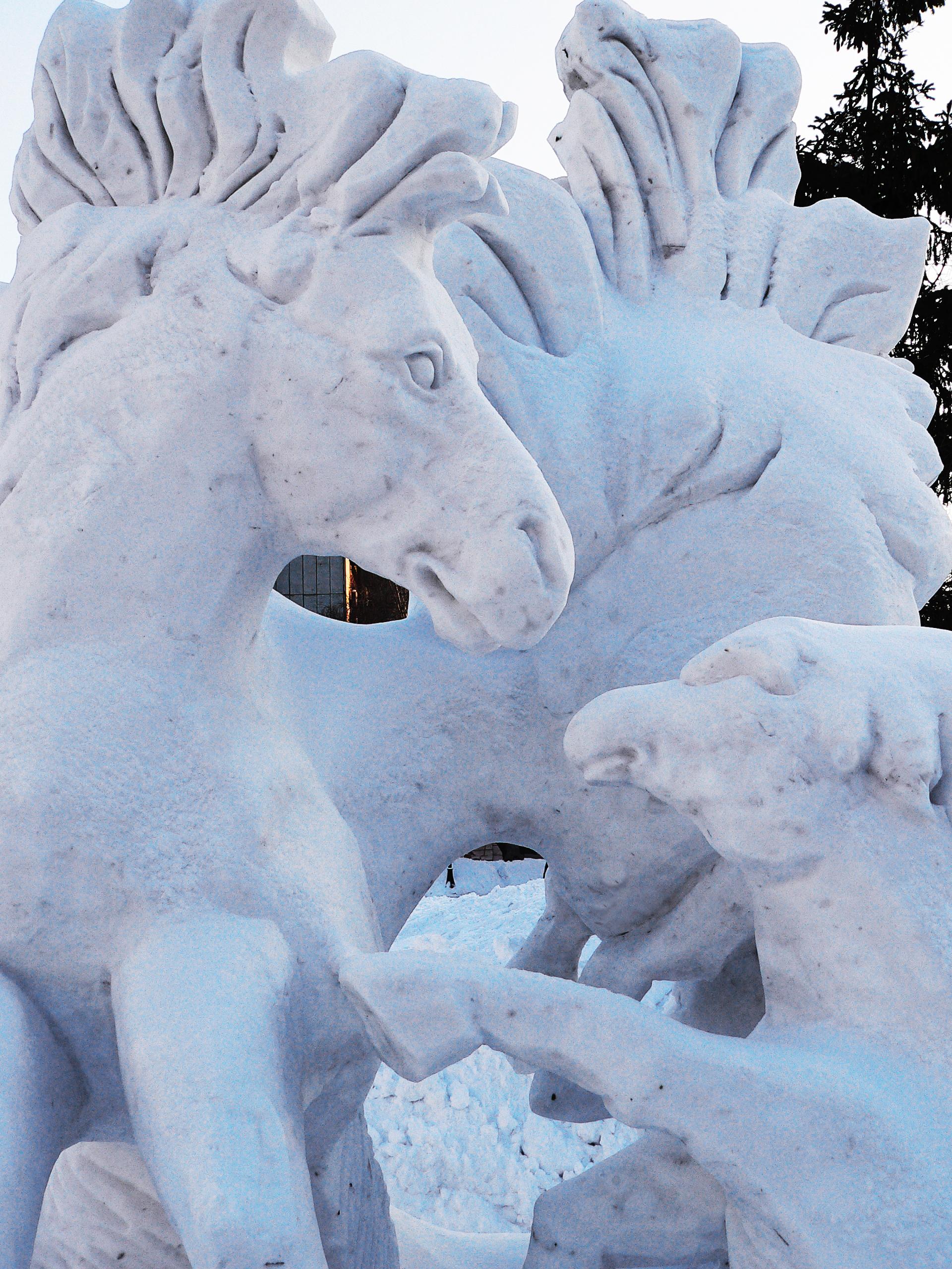 Снежная_скульптура_лошадей