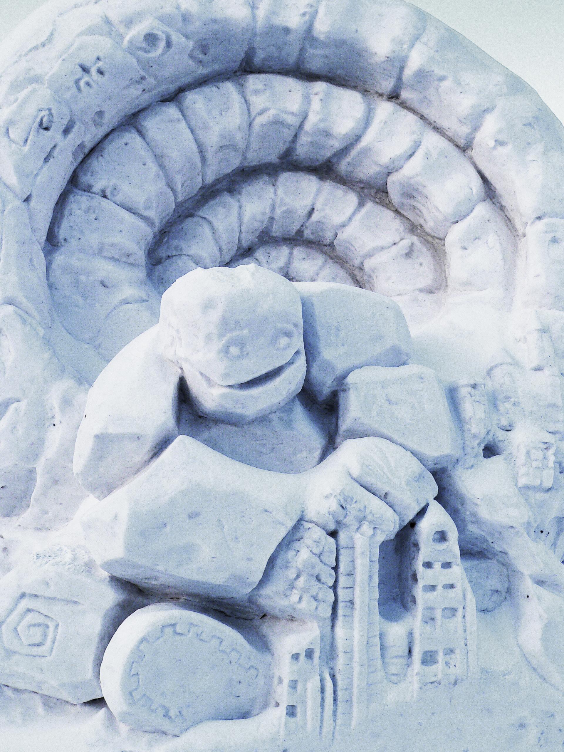 Снежная_скульптура_строим_в_год_Змеи