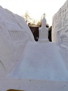 Snezgnaja_skulptura_Novosibirsk