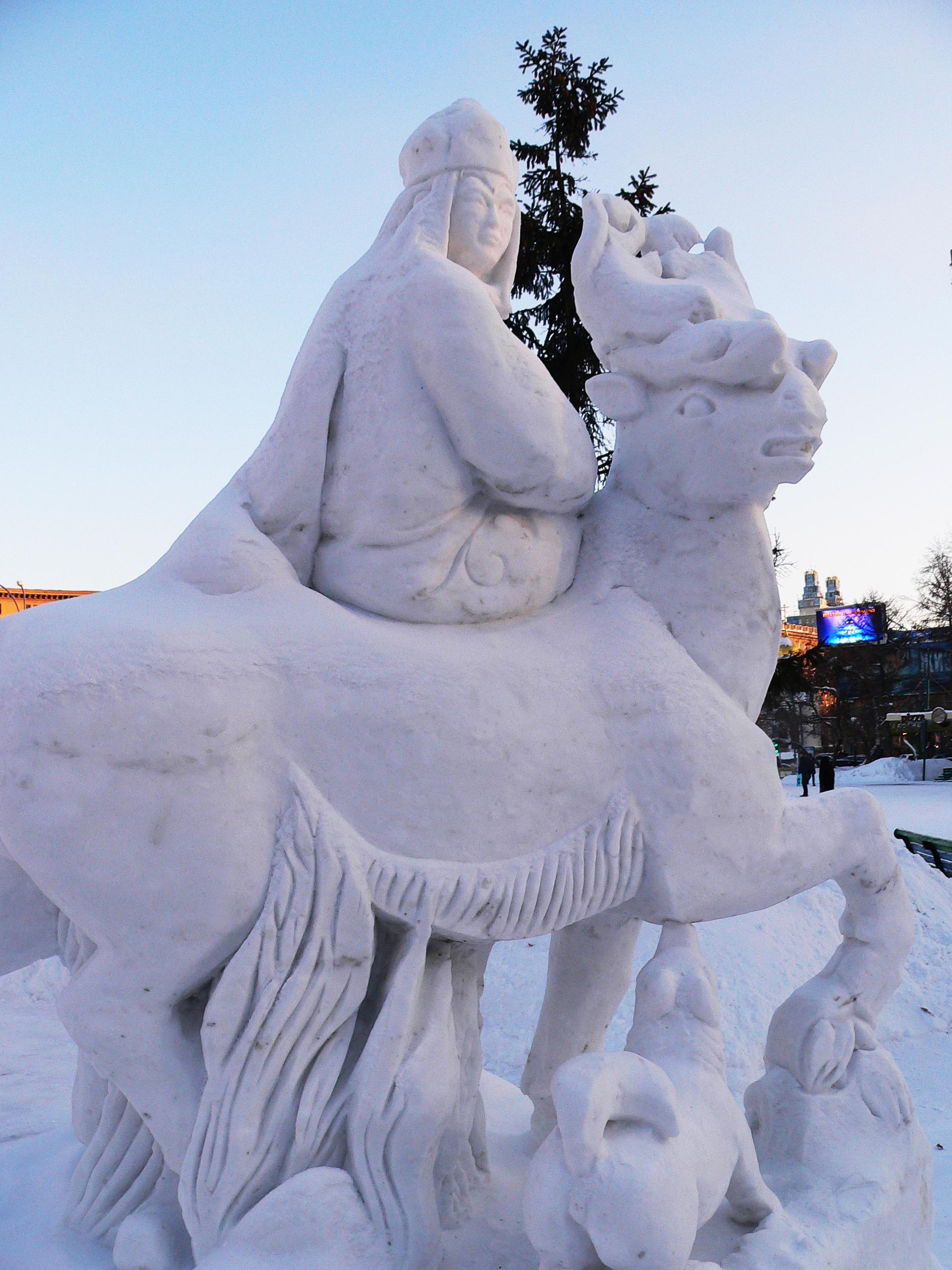 Снежная_скульптура_царица