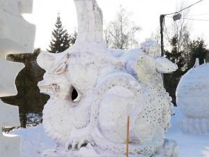 Snezgnaja_skulptura_drakon_zmeja