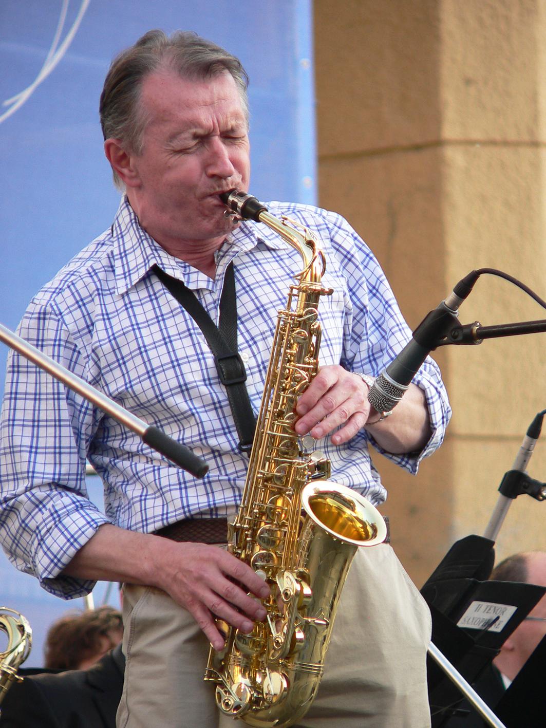 Фотография-фестиваль-Новосибирск-джазовый-музыкант-Толкачев