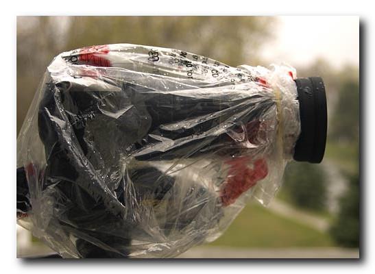 Съемка-в-дождь-фотоаппарат-в-чехле