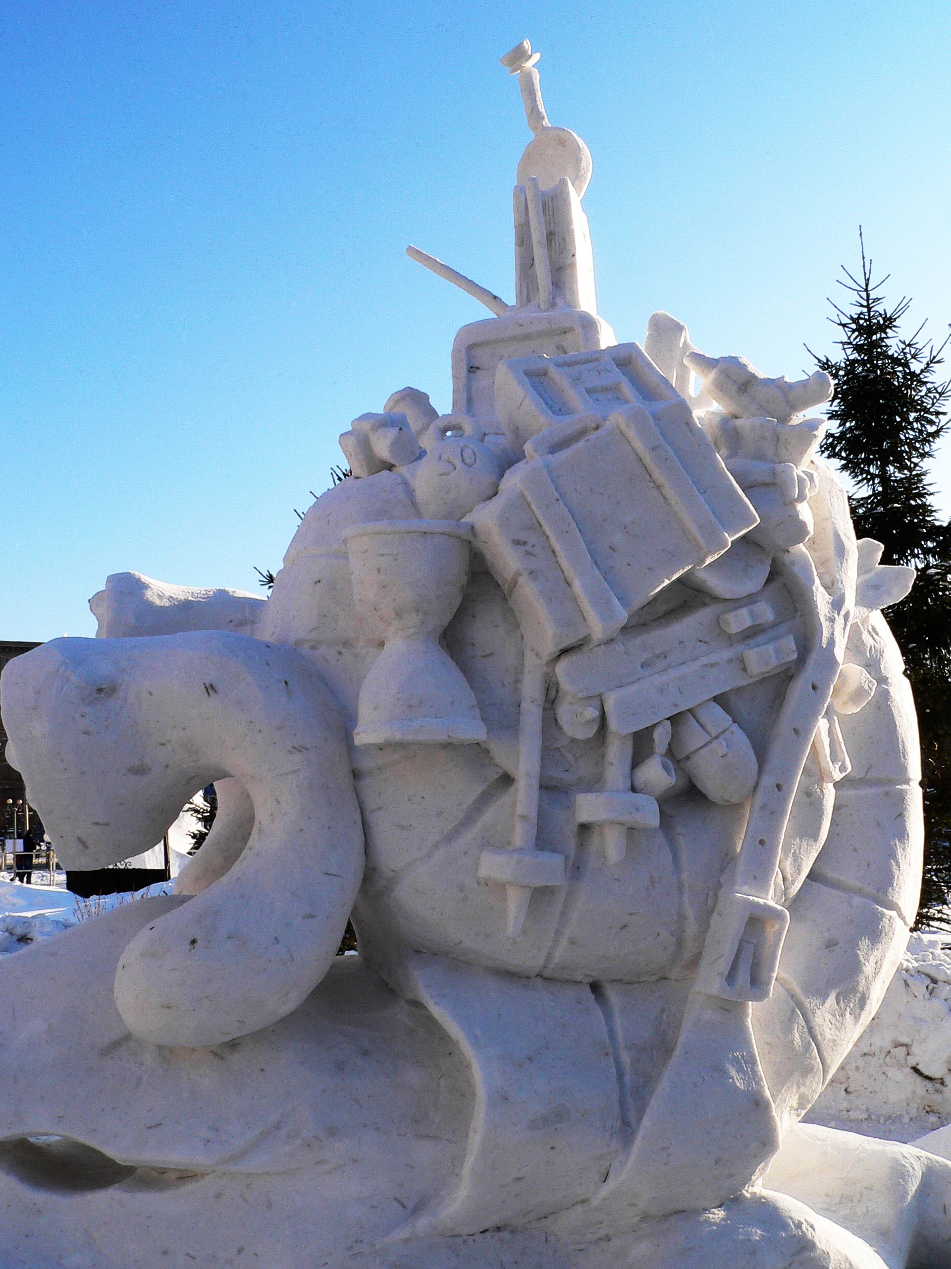 Фотография-снежной-скульптуры-Нагрузилась-Новосибирск-2014