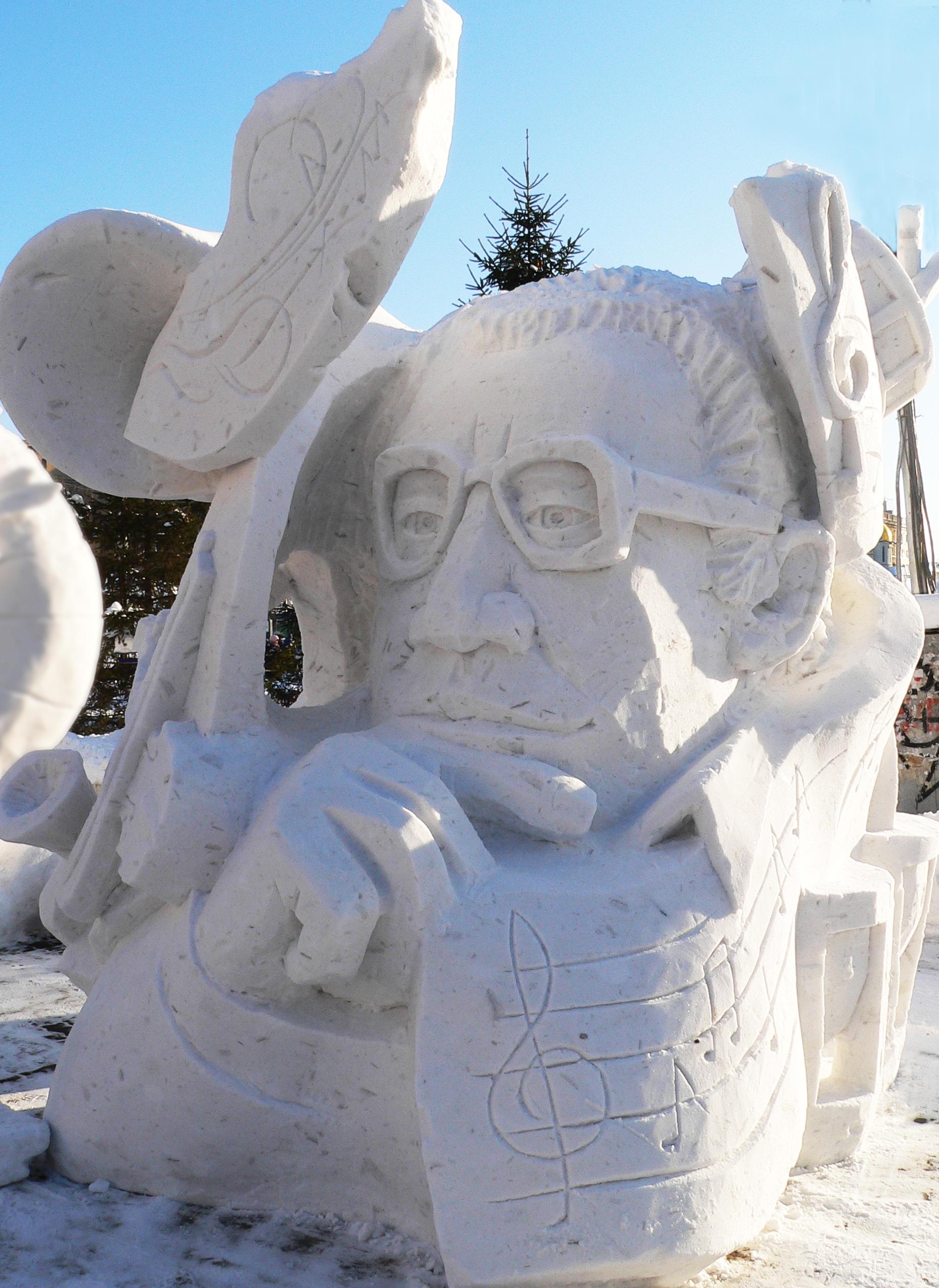 Фотография-снежной-скульптуры-Композитор
