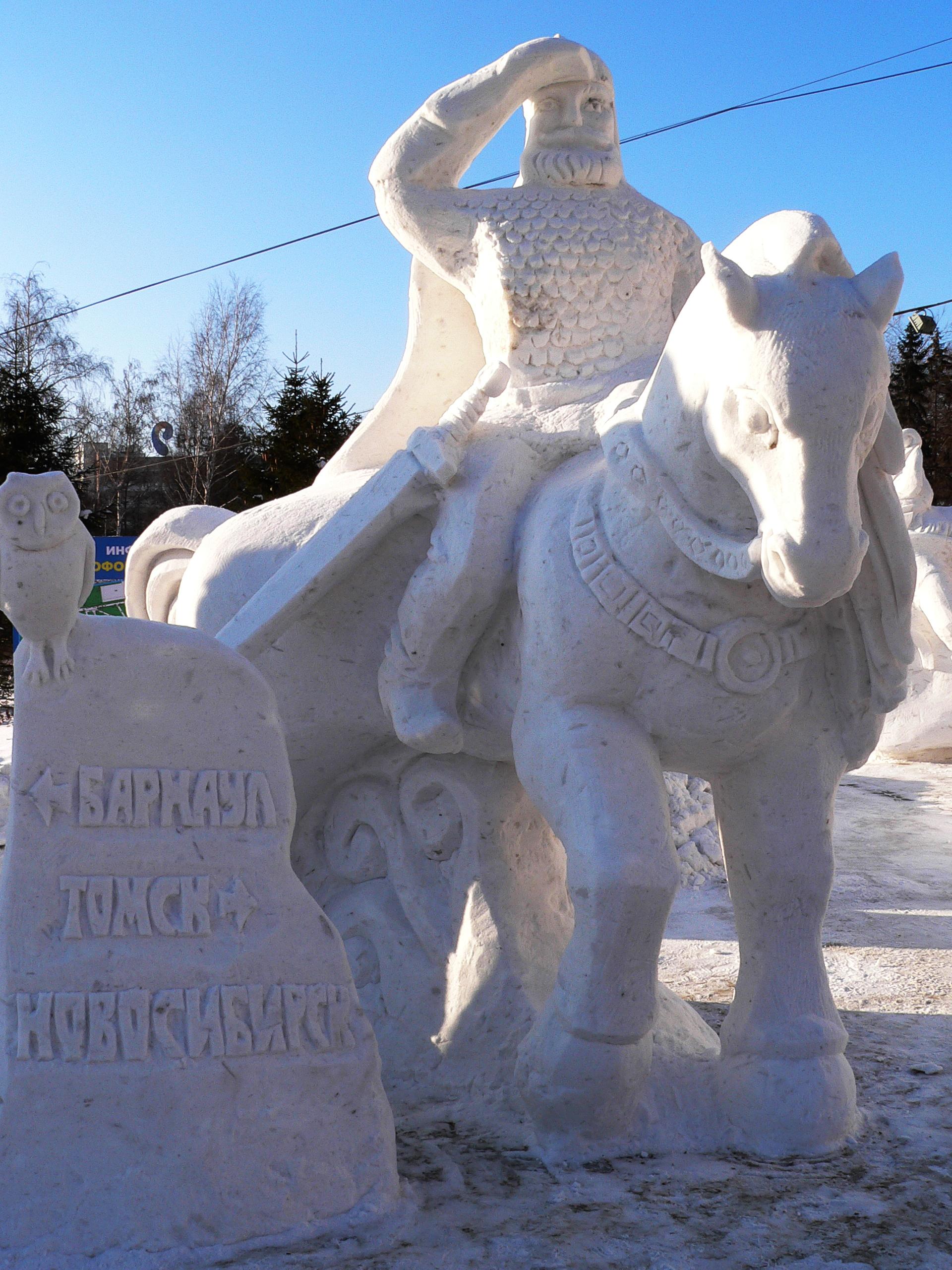 Фотография-снежной-скульптуры-Витязь-на-перепутье