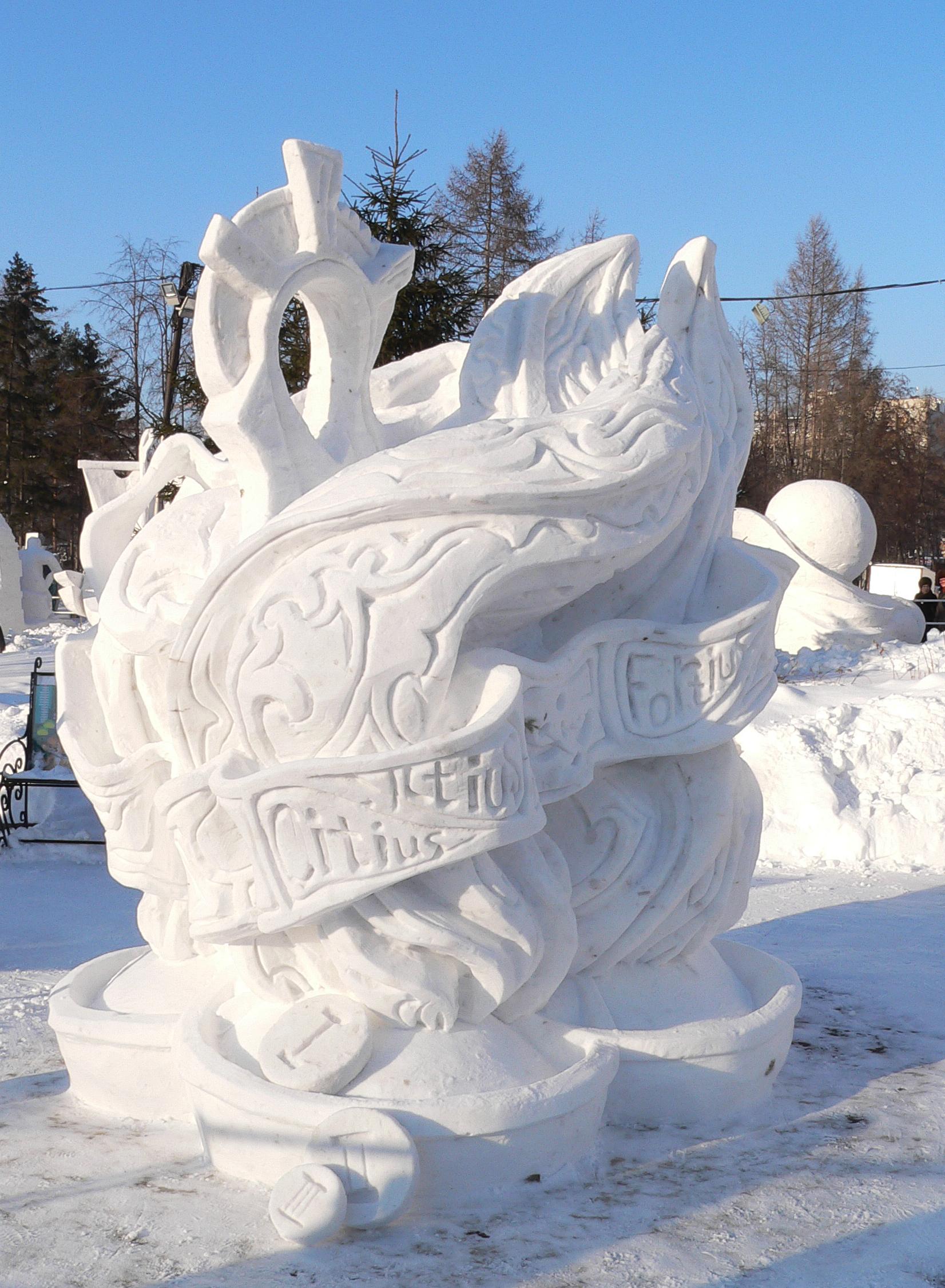 Фотография-снежной-скульптуры-Быстрее-Выше-Сильнее