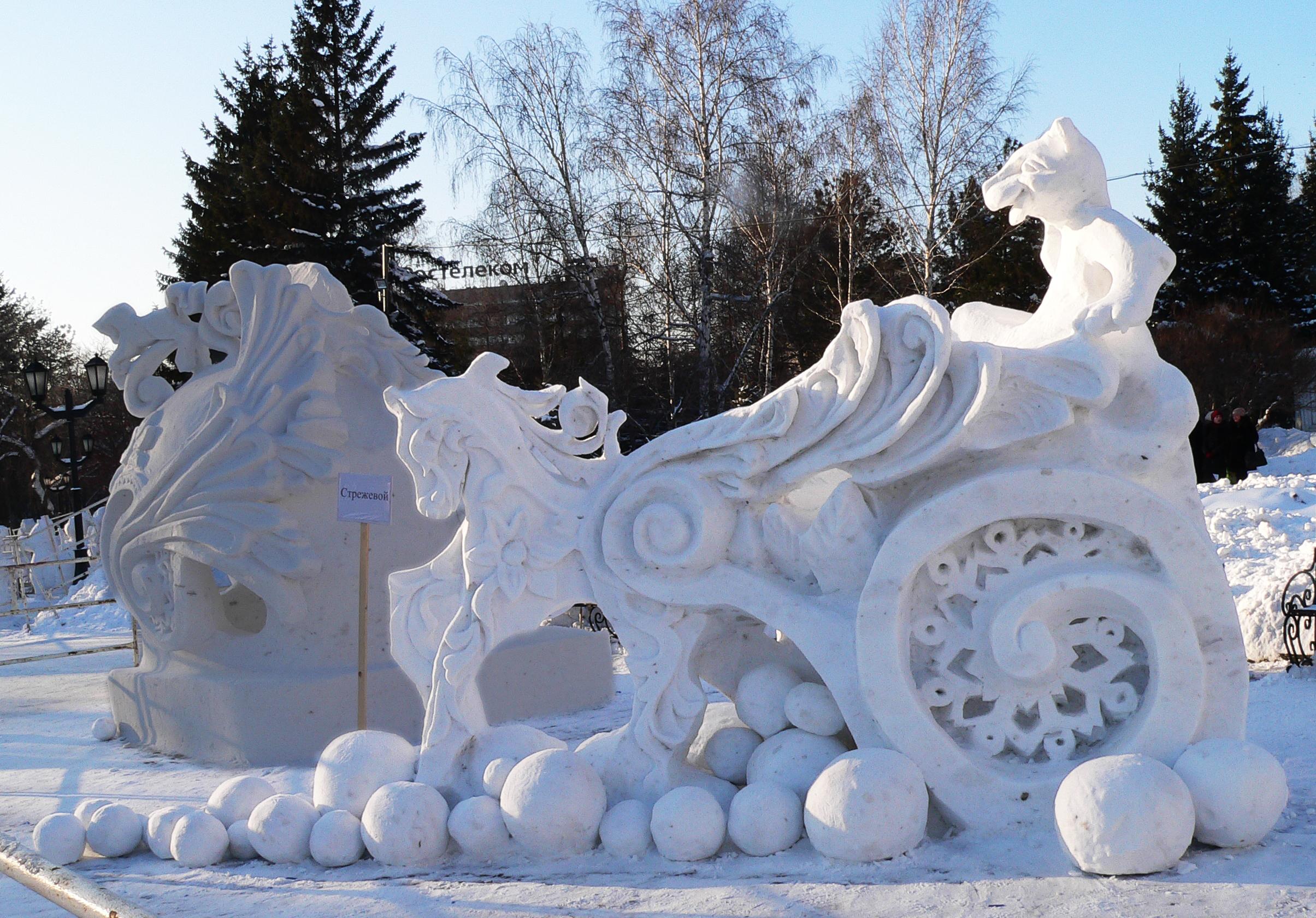 Фотография-снежной-скульптуры-Колесница