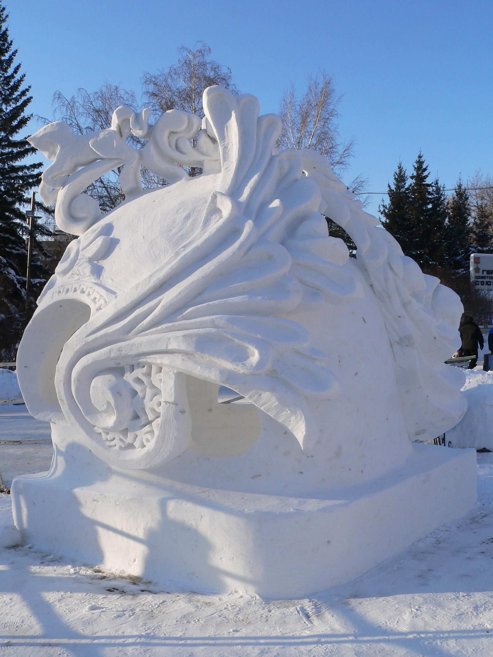 Фотография-снежной-скульптуры-сила-мужество-единство