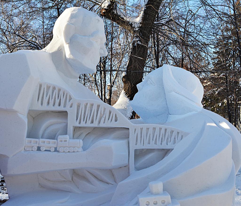 Фотография снежной скульптуры Пересечение 2018