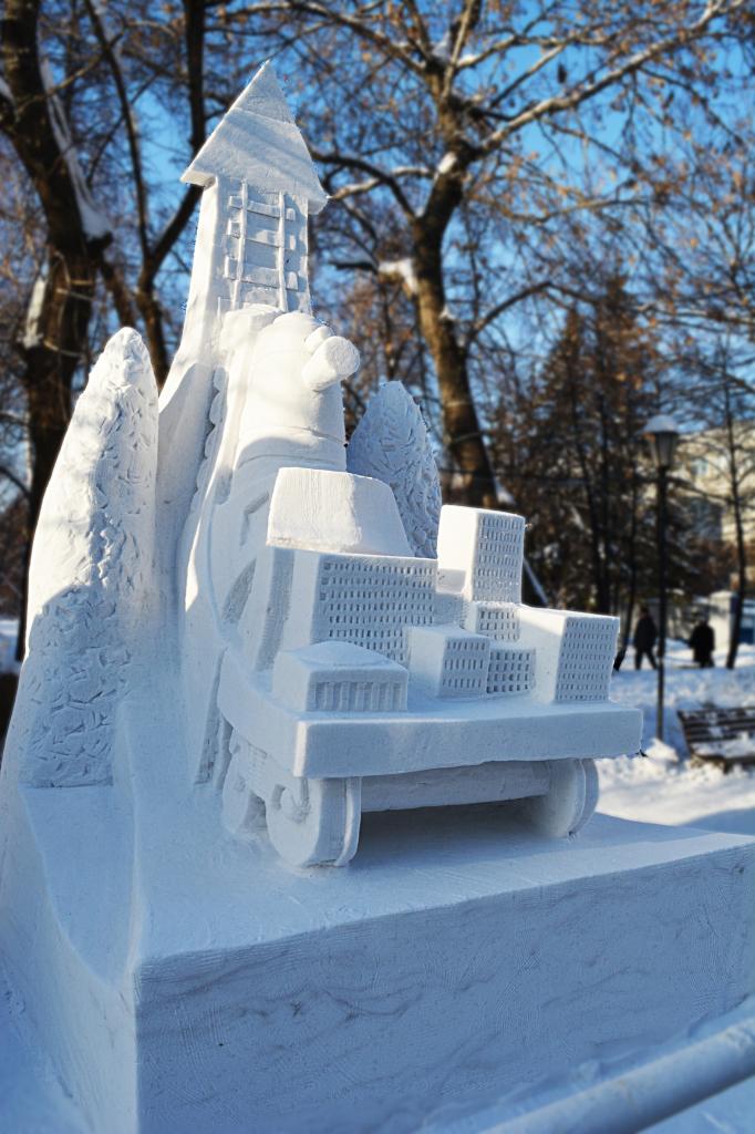 Фотография_снежной_скульптуры_Вперед_и_вверх_2018