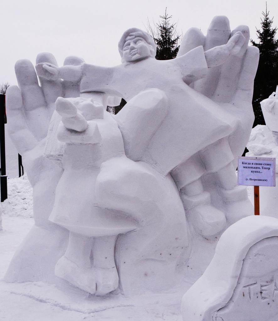 Фотография-снежной-скульптуры-2019-куклы1
