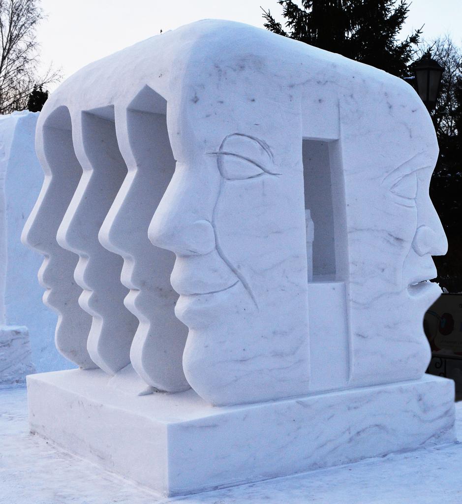 Фотография-снежной-скульптуры-2019-жизнь-как-театр