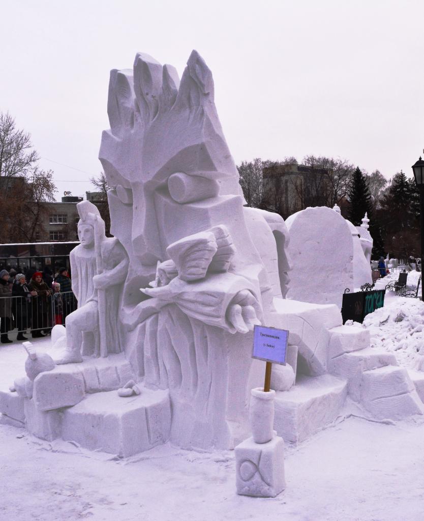 Фотография-снежной-скульптуры-2019-трагикомедия3