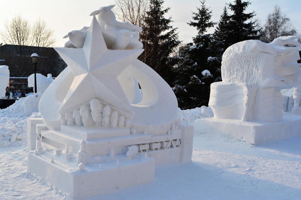 Снежная_скульптура_Ночные_ведьмы_Новосибирск_2020