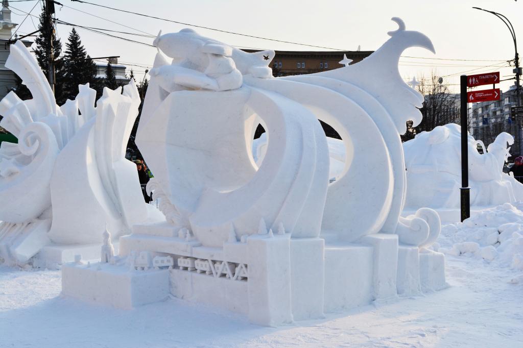 Фотография_снежной_скульптуры_Ночные_ведьмы_2020