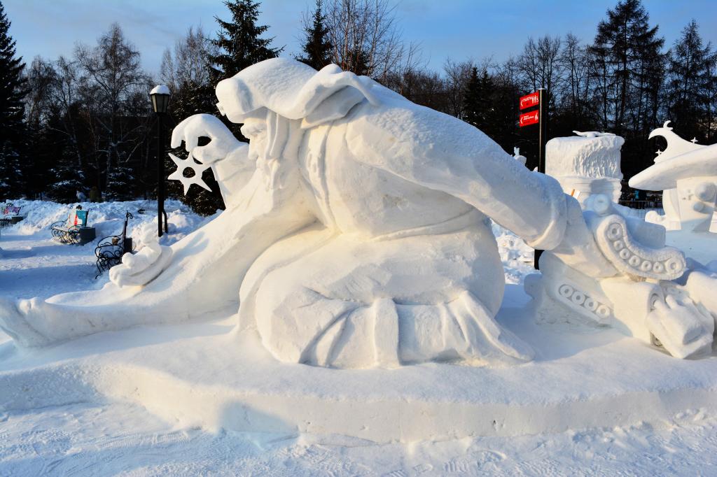 Фотография_снежной_скульптуры_Дед_и__внук_2020