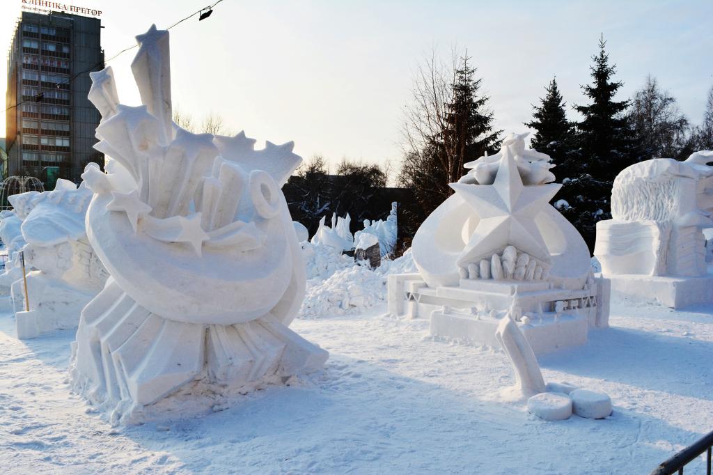 Снежная_скульптура_Залпы_Победы_Новосибирск_2020