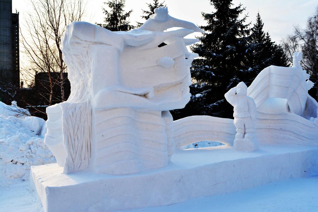 Фотография_снежной_скульптуры_честь_и_память_Новосибирск_2020