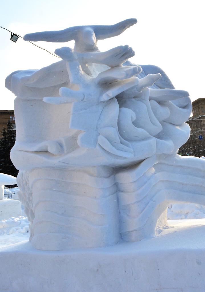 Снежная_скульптура_Честь_и_память_потомков_Новосибирск_2020