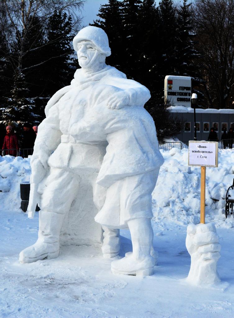 Фотография_Снежной_скульптуры_Воин_освободитель_2020