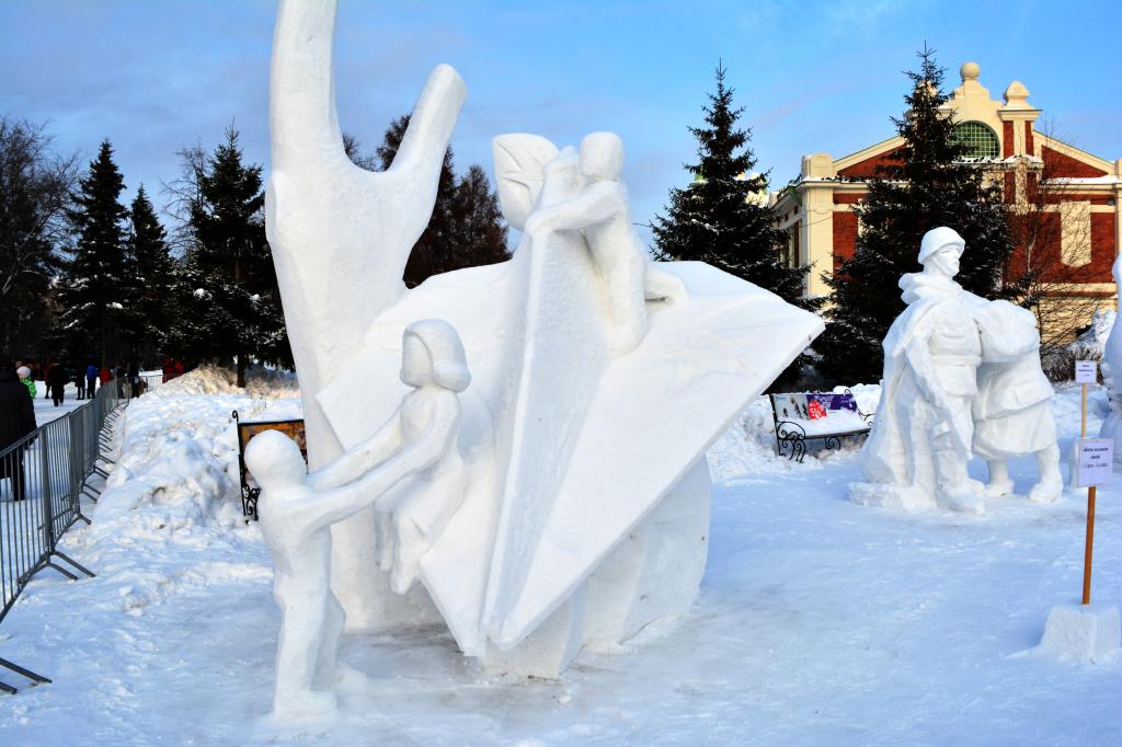 Снежная_скульптура_Жизнь_маленьких_людей_2020