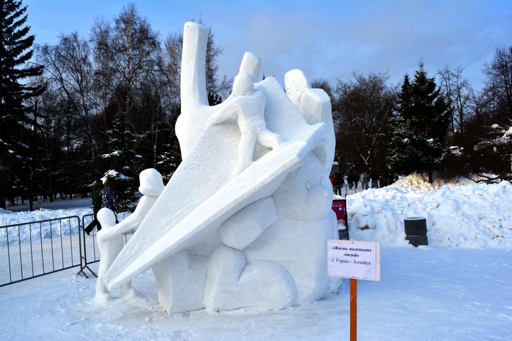 Снежная_скульптура_Жизнь_маленьких_людей_Новосибирск
